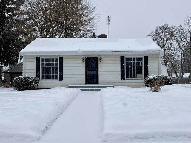 1518 College Street, South Bend, IN 46628 (MLS #202104765) :: Aimee Ness Realty Group