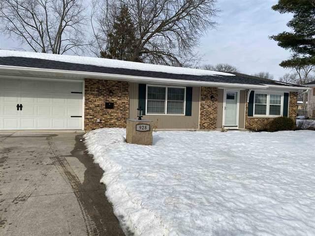 928 Clayburn Drive, Fort Wayne, IN 46819 (MLS #202105829) :: The ORR Home Selling Team