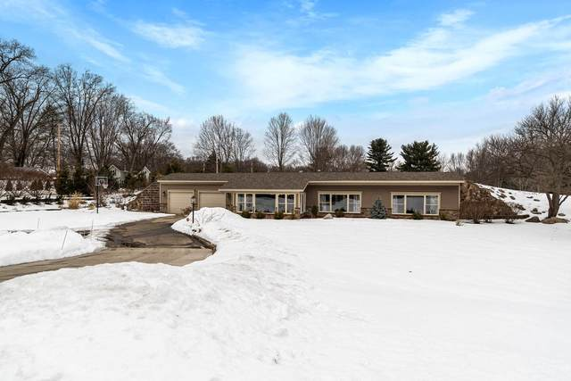 16481 Greystone Drive, Granger, IN 46530 (MLS #202105906) :: The ORR Home Selling Team