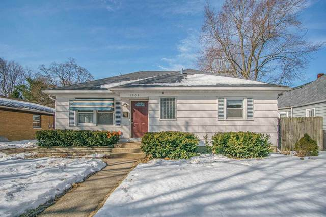 1903 Kessler Boulevard, South Bend, IN 46616 (MLS #202105912) :: The ORR Home Selling Team