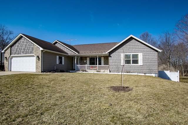 1016 Hidden Meadow Lane, Middlebury, IN 46540 (MLS #202107079) :: The ORR Home Selling Team