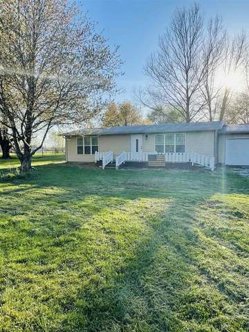 3847 Clover Lane, Kokomo, IN 46901 (MLS #202112437) :: The Romanski Group - Keller Williams Realty