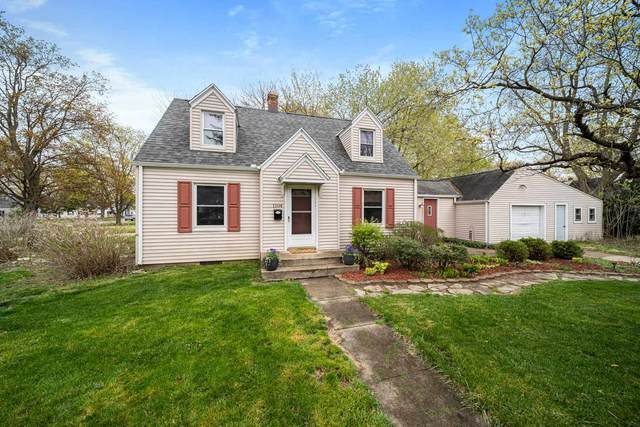 1504 E Ewing Avenue, South Bend, IN 46613 (MLS #202112896) :: Hoosier Heartland Team | RE/MAX Crossroads