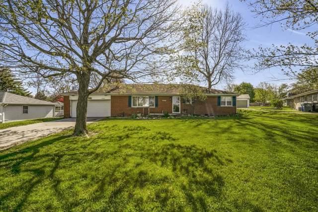 3030 Westmoor Drive, Kokomo, IN 46902 (MLS #202115510) :: The Romanski Group - Keller Williams Realty
