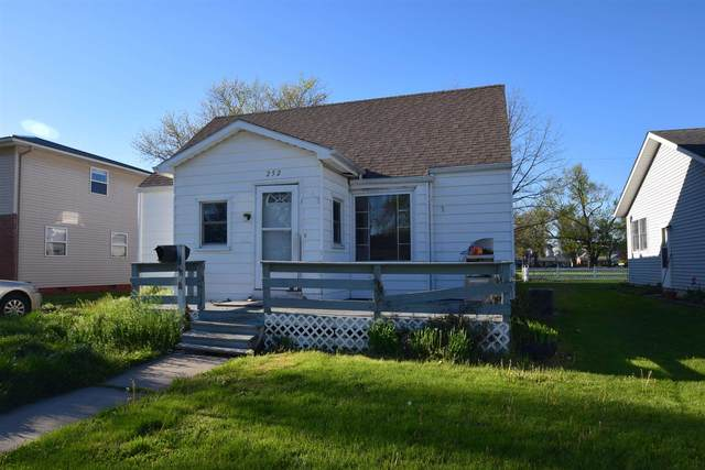 252 W Indiana, Nappanee, IN 46550 (MLS #202116032) :: Parker Team