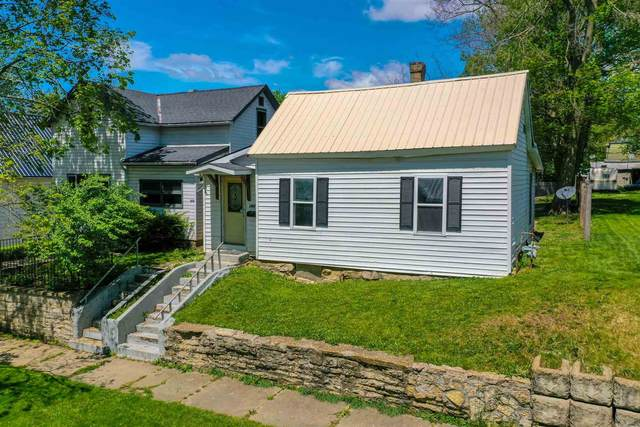 260 E Maple Street, Wabash, IN 46992 (MLS #202116198) :: Aimee Ness Realty Group