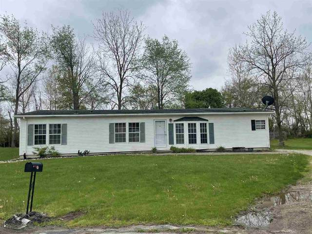 111 Willow Bend Dr, Wolcottville, IN 46795 (MLS #202117211) :: Aimee Ness Realty Group