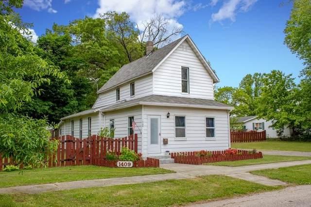 1409 Magnolia Avenue, Elkhart, IN 46514 (MLS #202120435) :: Parker Team
