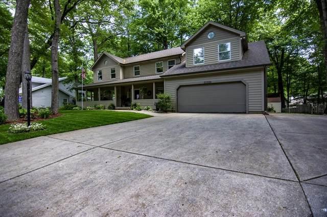 51326 Oak Lined Drive, Granger, IN 46530 (MLS #202121921) :: Parker Team