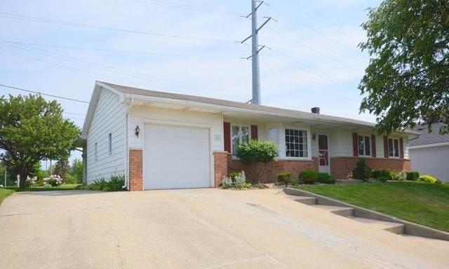 3011 Council Oak Drive, South Bend, IN 46628 (MLS #202122749) :: Parker Team