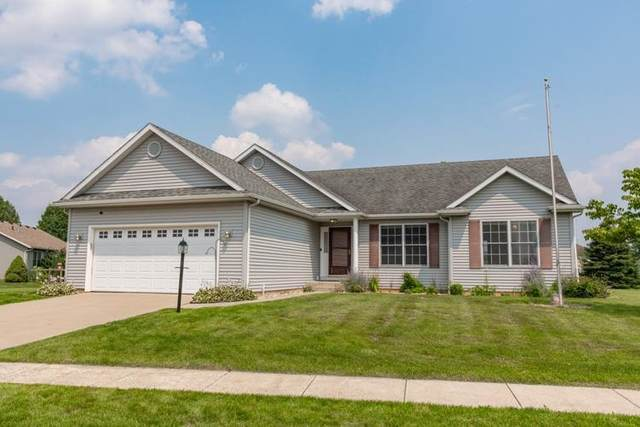 51112 Old Cottage Drive, Granger, IN 46530 (MLS #202129835) :: Aimee Ness Realty Group