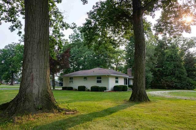 303 E Hunnicutt Drive, Syracuse, IN 46567 (MLS #202130574) :: JM Realty Associates, Inc.