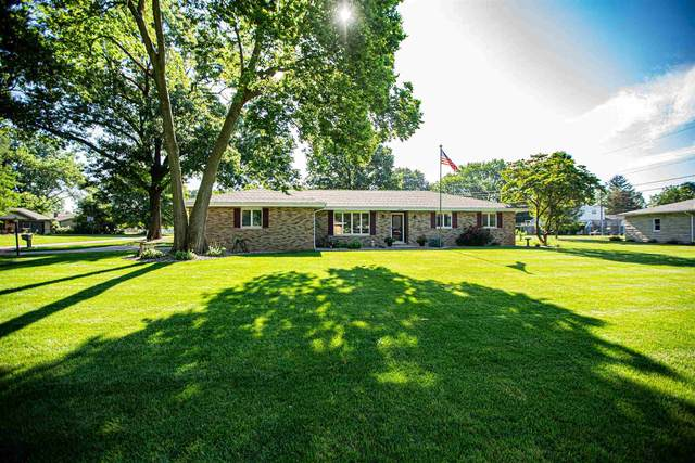 56600 Arch Court, Elkhart, IN 46516 (MLS #202131000) :: Aimee Ness Realty Group