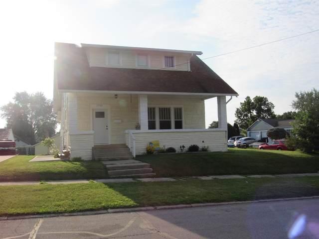 1705 College Street, Huntington, IN 46750 (MLS #202131138) :: TEAM Tamara