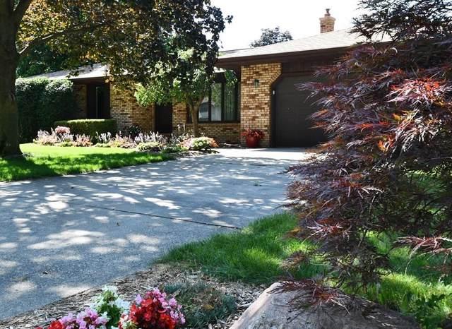 23702 River Lake Court, Elkhart, IN 46516 (MLS #202131285) :: Hoosier Heartland Team   RE/MAX Crossroads