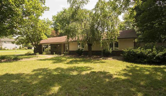 3626 Oak Park Drive, Fort Wayne, IN 46815 (MLS #202132016) :: Aimee Ness Realty Group