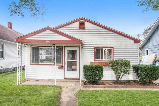 1712 E Lincolnway Avenue, Mishawaka, IN 46544 (MLS #202135629) :: The Harris Jarboe Group | Keller Williams Capital Realty
