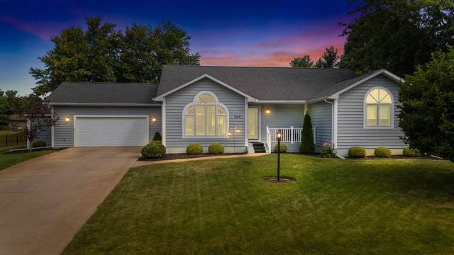 205 Sandpoint Drive, Warsaw, IN 46582 (MLS #202137257) :: Aimee Ness Realty Group