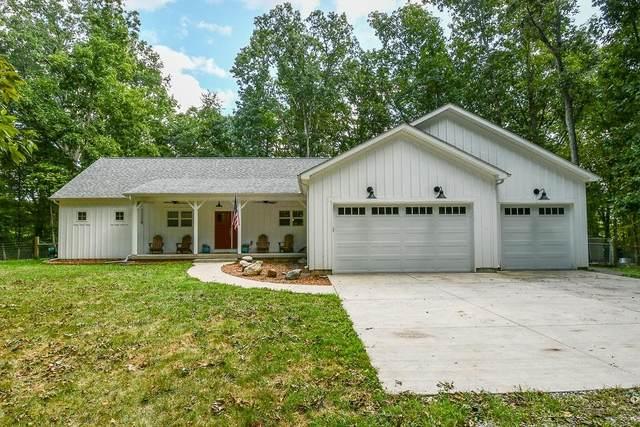 106 Cavanaugh Ridge Lane, Williamsport, IN 47993 (MLS #202138049) :: The Romanski Group - Keller Williams Realty