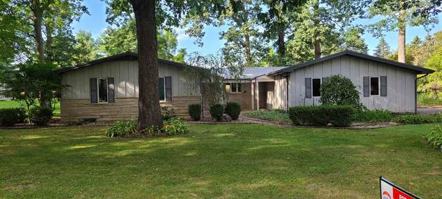 426 Clearwater Drive, Warsaw, IN 46582 (MLS #202140499) :: Aimee Ness Realty Group