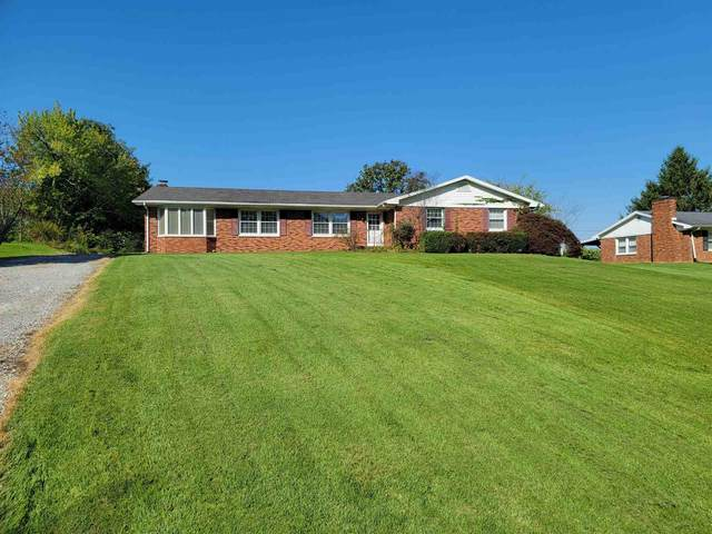 1333 Stonehaven Circle, Boonville, IN 47601 (MLS #202140554) :: The ORR Home Selling Team