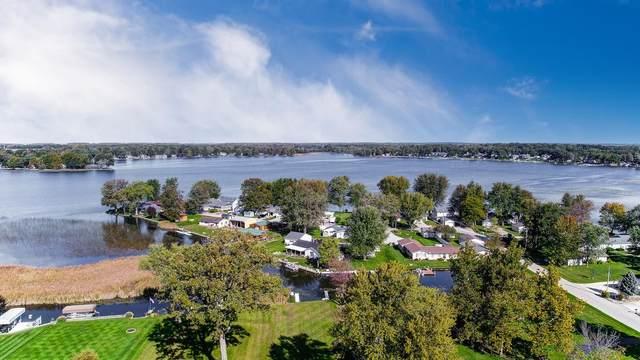 1723 Chapman Lake Drive, Warsaw, IN 46582 (MLS #202144382) :: TEAM Tamara