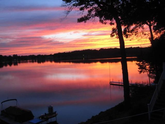 4640 S 930 East, Pretty Lake, Wolcottville, IN 46795 (MLS #201817956) :: TEAM Tamara