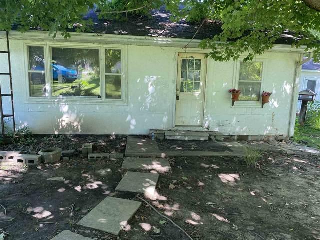 1801 E Walnut Street, Petersburg, IN 47567 (MLS #202032270) :: Hoosier Heartland Team | RE/MAX Crossroads