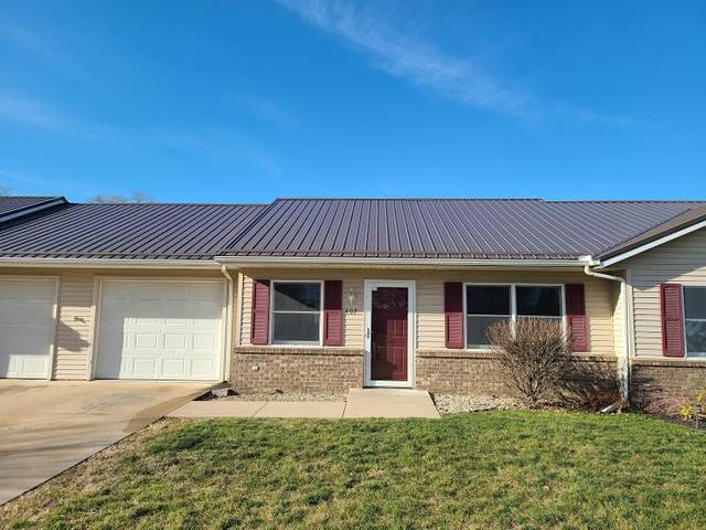 407 S Harkless Drive, Syracuse, IN 46567 (MLS #202045120) :: TEAM Tamara