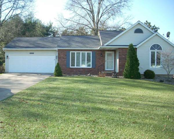 14713 Acorn Drive, Plymouth, IN 46563 (MLS #202048590) :: Aimee Ness Realty Group