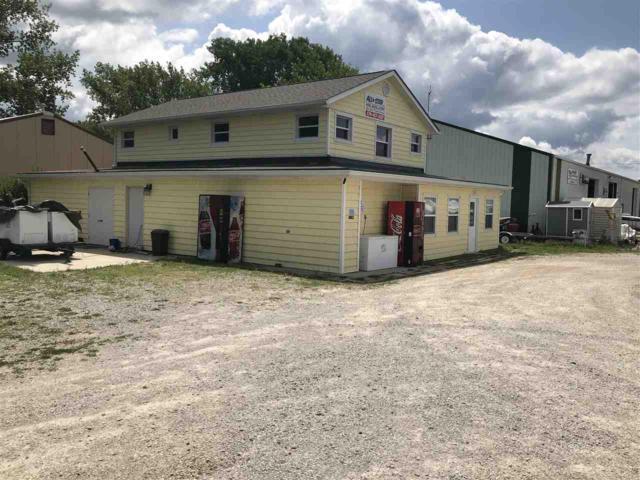 8106 E Hatchery Road, Syracuse, IN 46567 (MLS #201835741) :: Parker Team