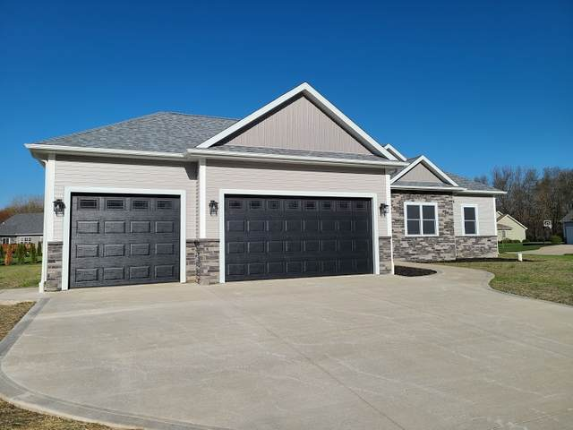 180 E Barrington Place, Warsaw, IN 46582 (MLS #202100986) :: The Dauby Team