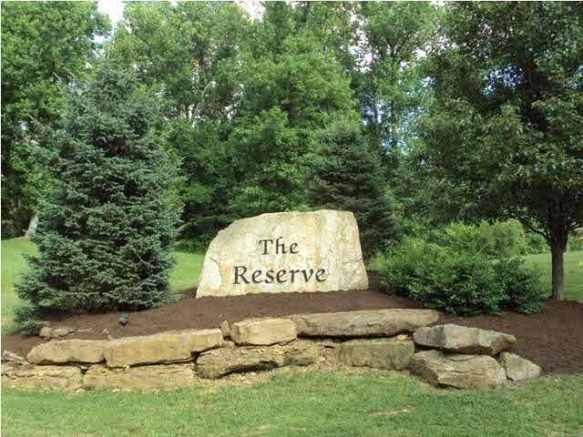 6141 Pembrooke Dr, Newburgh, IN 47630 (MLS #201748666) :: The ORR Home Selling Team