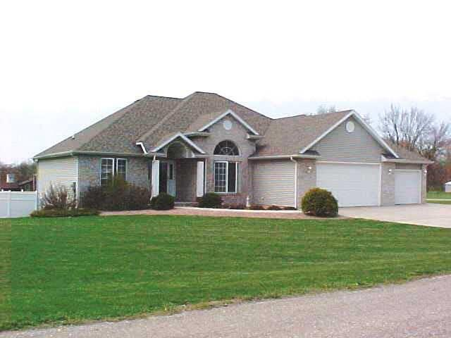 11845 N Hansel And Gretel Ln, Cromwell, IN 46732 (MLS #201821101) :: The ORR Home Selling Team