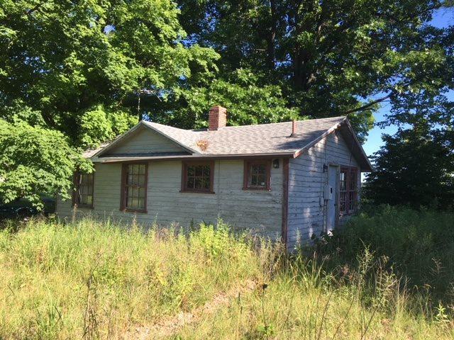 5797 E Sheridan Rd, Monticello, IN 47960 (MLS #201832000) :: The Romanski Group - Keller Williams Realty