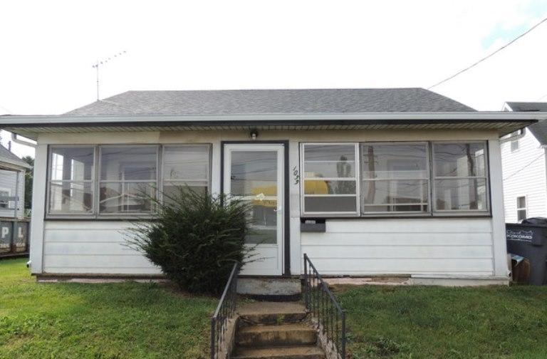 1035 Home Avenue - Photo 1
