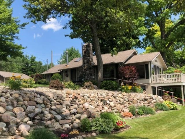 340 E 700 S, Wolcottville, IN 46795 (MLS #201926860) :: Parker Team