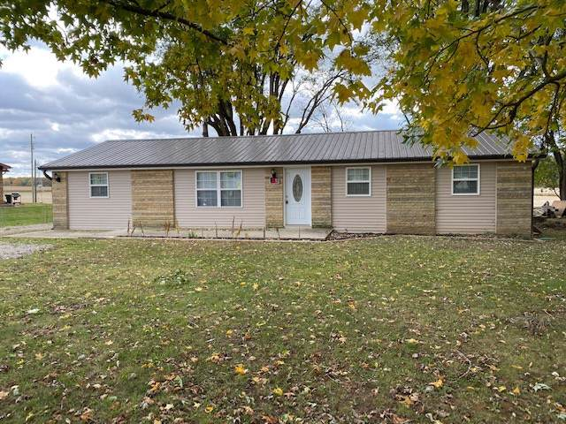 3340 E State Highway 46 Highway, Spencer, IN 47460 (MLS #201946723) :: Parker Team