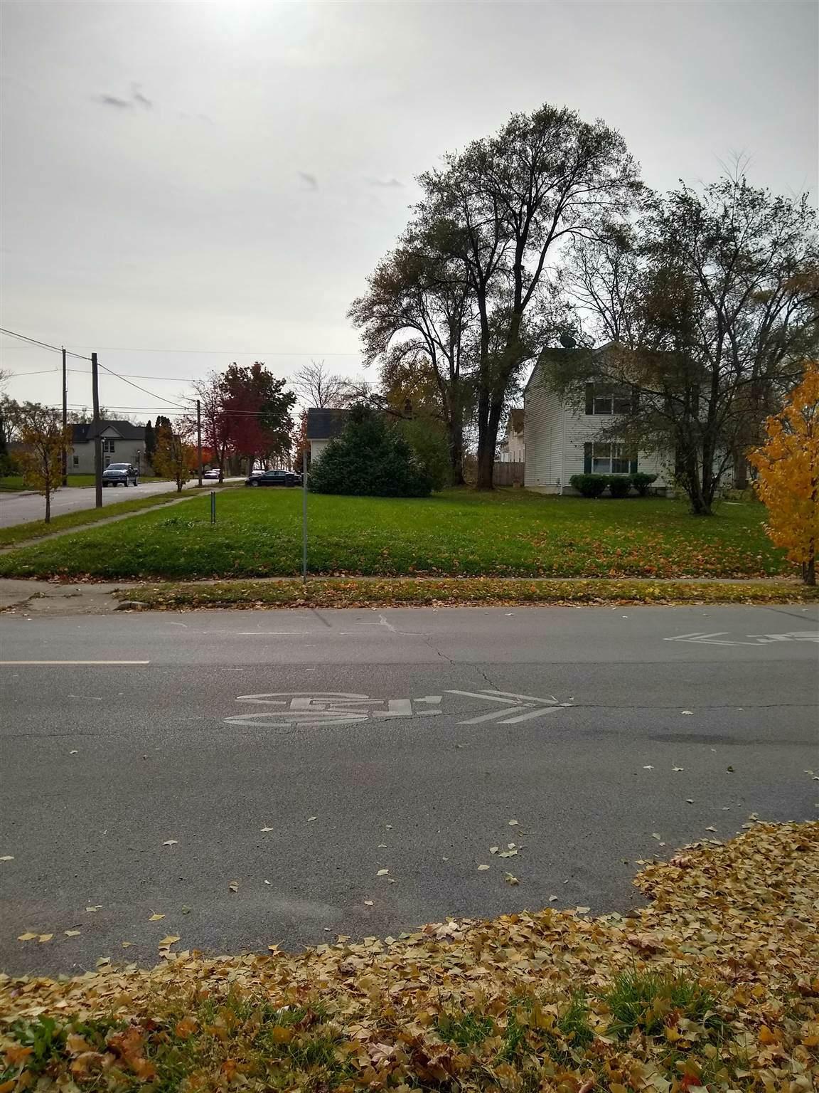 2120 Maumee Avenue - Photo 1