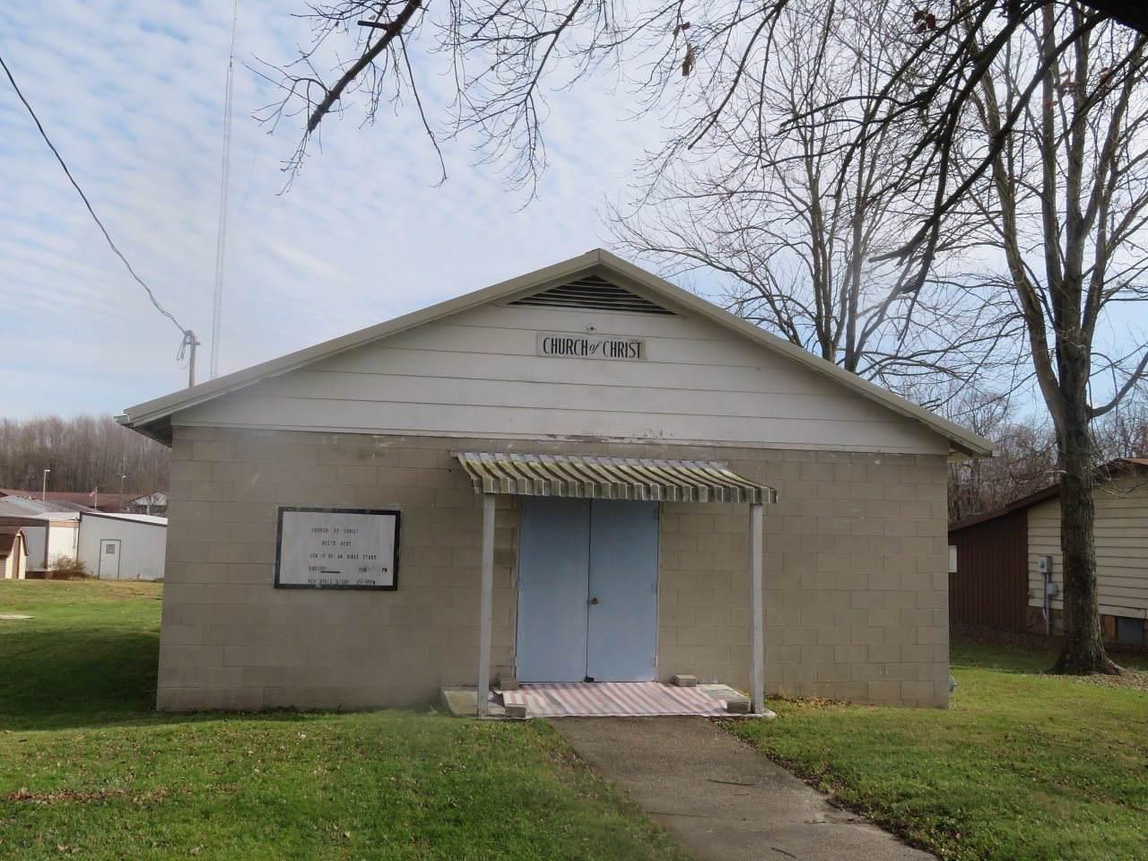 305,309 S Oak Street - Photo 1