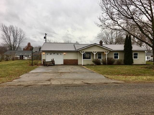 9161 E Snow White Road, Cromwell, IN 46732 (MLS #201953714) :: TEAM Tamara