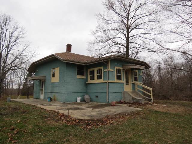 1355 W 300 N, Peru, IN 46970 (MLS #202002286) :: The Carole King Team