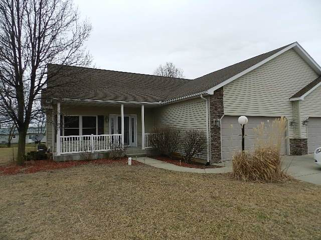 1662 E Harvest Ridge Lane, Warsaw, IN 46582 (MLS #202004282) :: The ORR Home Selling Team