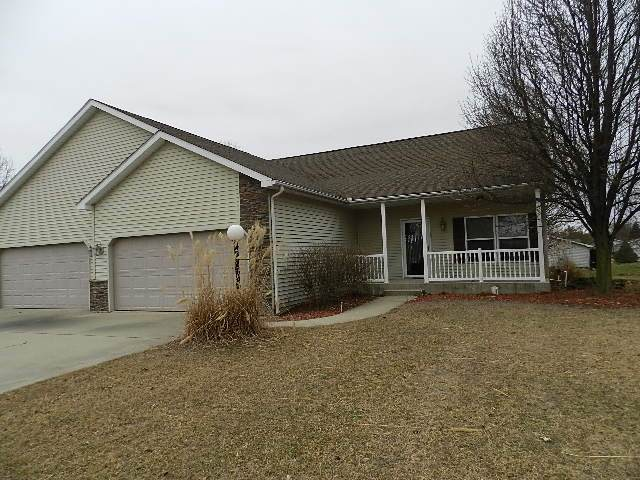 1670 E Harvest Ridge Lane, Warsaw, IN 46582 (MLS #202004289) :: The ORR Home Selling Team