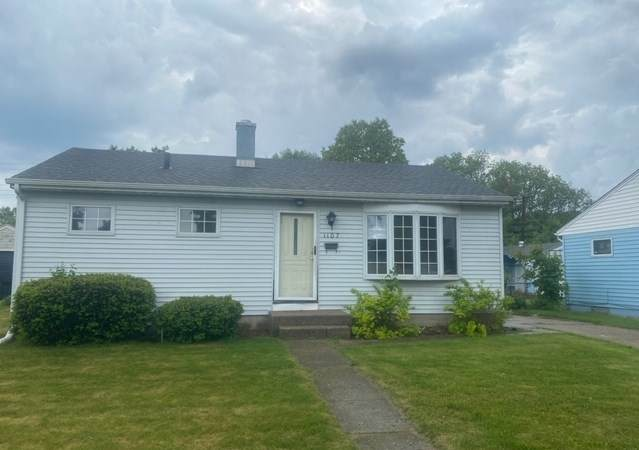 1107 Canterbury Drive, South Bend, IN 46628 (MLS #202020672) :: Anthony REALTORS