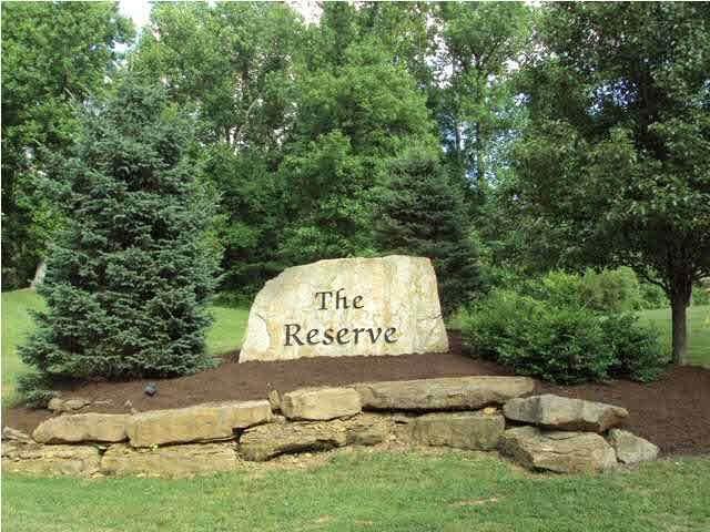6009 Pembrooke Drive, Newburgh, IN 47630 (MLS #202037107) :: The ORR Home Selling Team