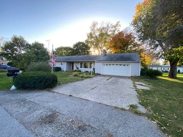 308 N Davis Street, Wolcott, IN 47995 (MLS #202041724) :: Parker Team
