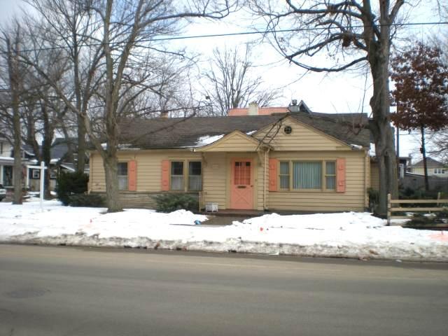 230 N Michigan Street, Elkhart, IN 46514 (MLS #202105685) :: Hoosier Heartland Team | RE/MAX Crossroads