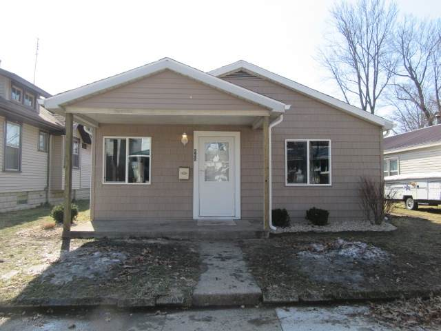 665 Fulton Street, Elkhart, IN 46514 (MLS #202107116) :: The ORR Home Selling Team