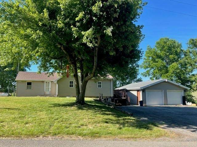 495 S 400 West, Columbia City, IN 46725 (MLS #202123618) :: Aimee Ness Realty Group